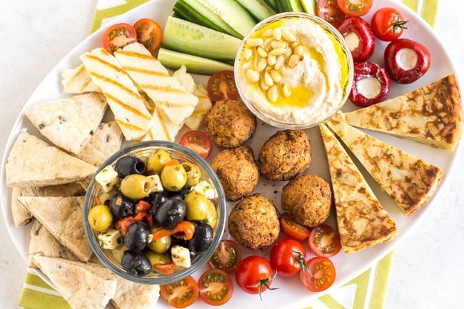 Easy-vegetarian-mezze-platter-4